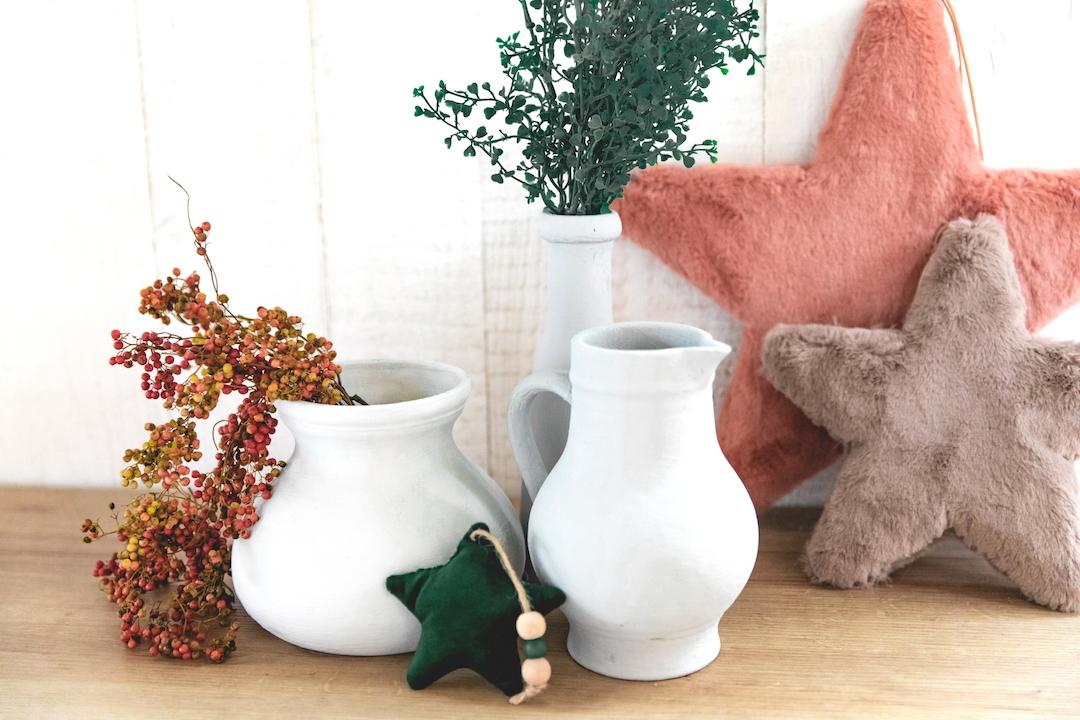 Vasen mit neuem Anstrich